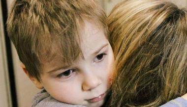"""""""Mom Is with You All the Time"""": the Child Who Survived After the Shelling of the Ukrainian City Has Found a New Family and Continues Treatment"""