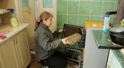 VIDEO. Residents of the Front-Line Krasnogorivka and Marinka Spend Winters with the Support of the Vatican City
