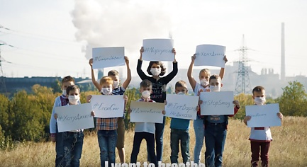 VIDEO. «Stop Slowly Killing Me», — Mariupol Children Demand from Poroshenko to Influence the Emissions of Akhmetov's Plants